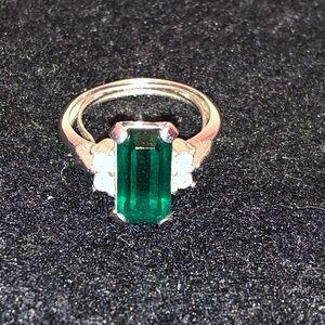 Avon emerald green ring